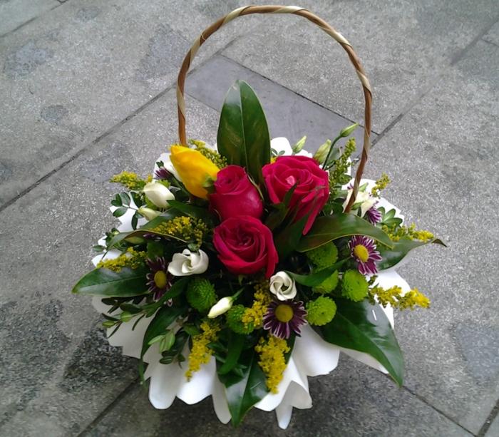 Cos Trandafiri Lalele Lisianthus Aranjament Floral
